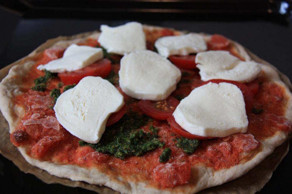 Lecker Pizza mit selbstgemachtem Pesto von Die Missing Words