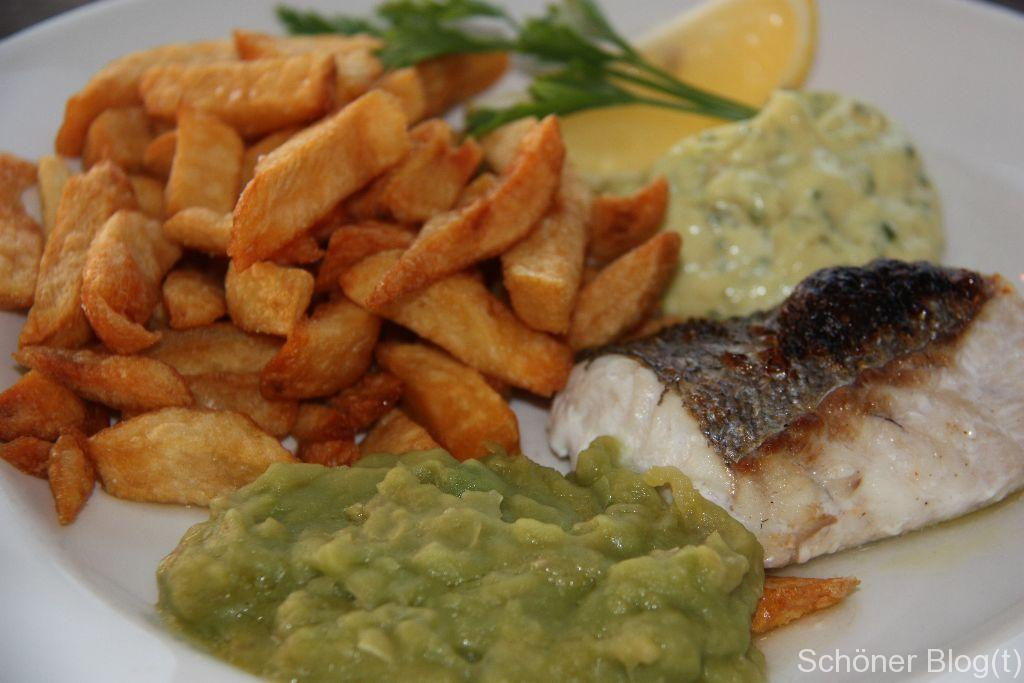 Grilled hake & chips