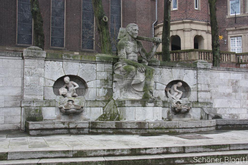 Brunnen vor der Friedenskirche