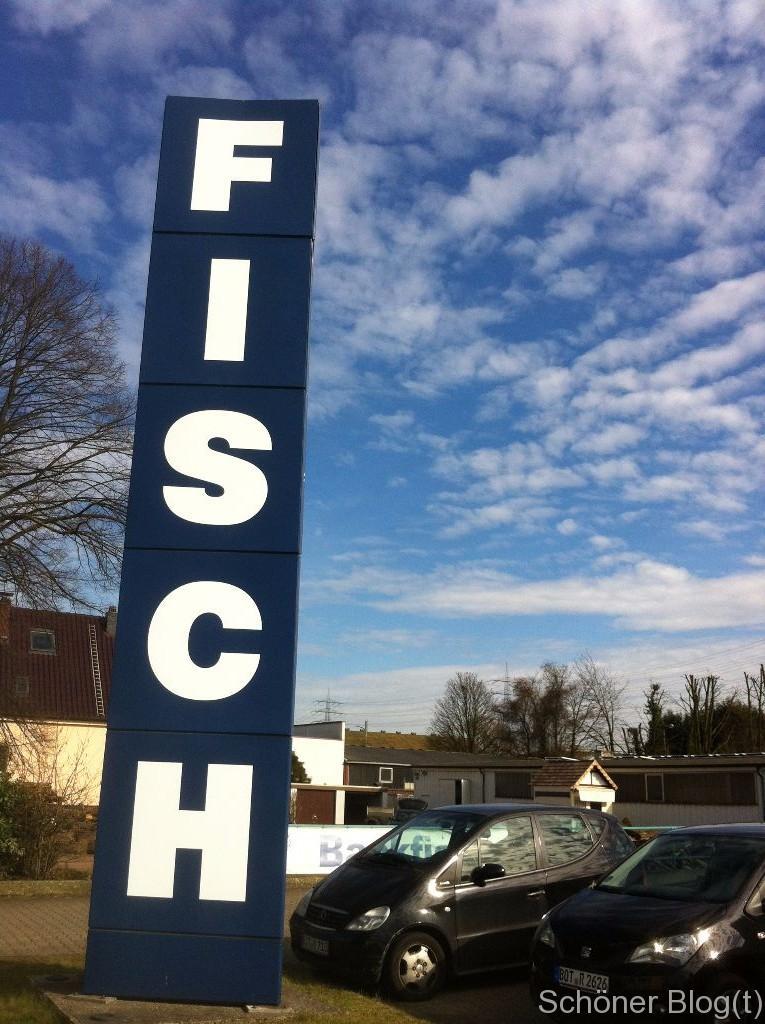 """Dank NRWs (vermutlich) größtem """"Fisch""""-Schild nicht zu verfehlen"""