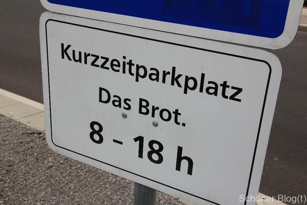 Falls Bernd das Brot vorbeikommt, hat er einen Parkplatz. Sonst können da Menschen parken, die in der Autostadt-eigenen Bäckerei einkaufen.