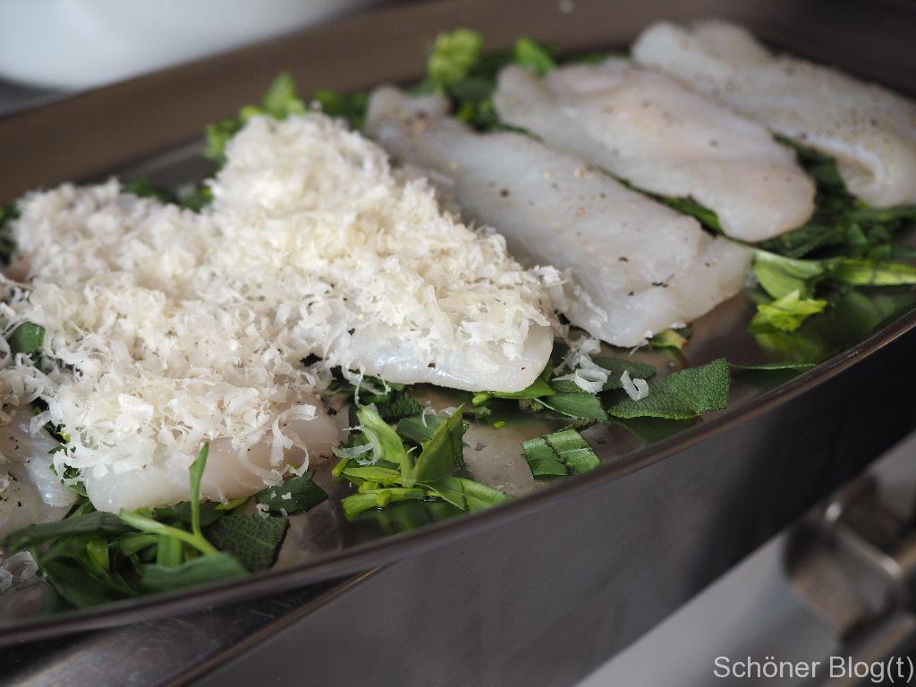 Fisch auf Kräuterbett
