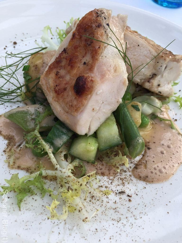 Huhn, grüne Bohnen, dicke Bohnen, Gurke und Frisee Restaurant De Kas Amsterdam